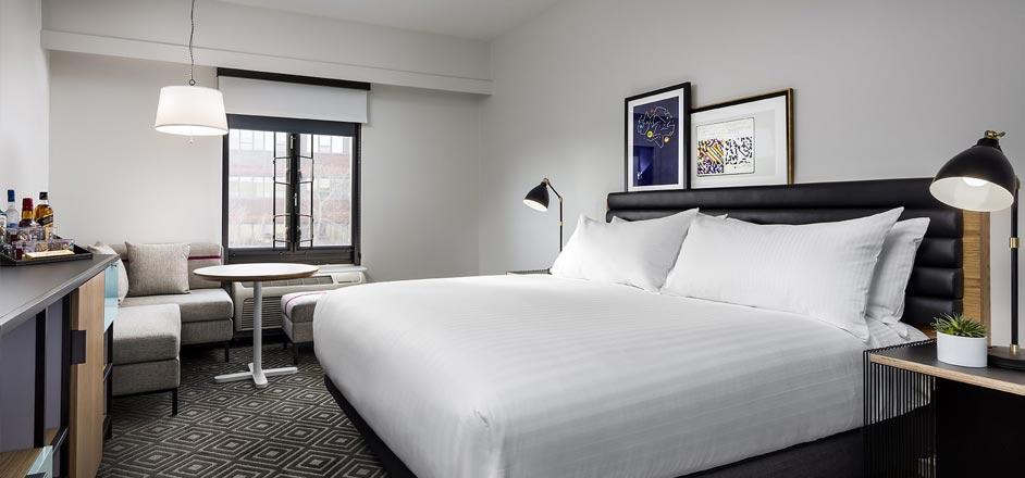 deluxe-king-room-freepoint-hotel-cambridge